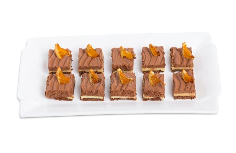 Brownie deliziosi del cioccolato con crema arancio fotografie stock libere da diritti