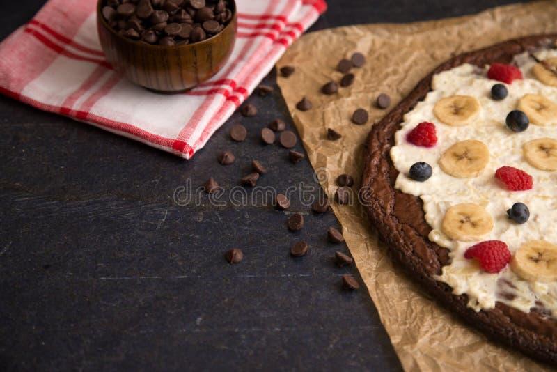 Brownie Dessert Pizza imagens de stock royalty free
