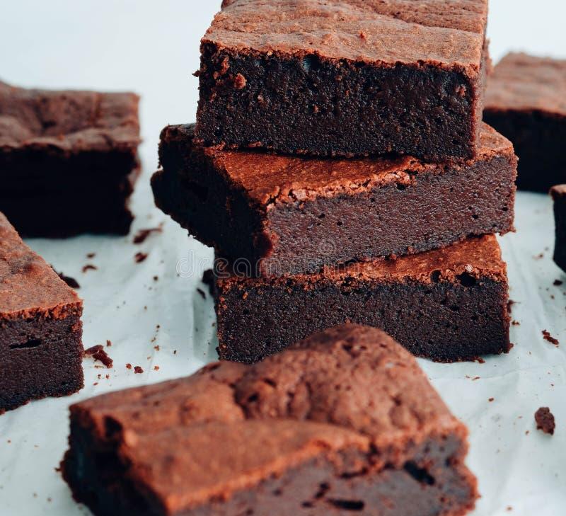 Brownie do chocolate Torre da brownie do chocolate fotografia de stock royalty free