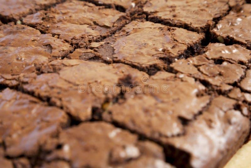 'brownie' faits maison de chocolat, vue d'angle faible Plan rapproch? photographie stock