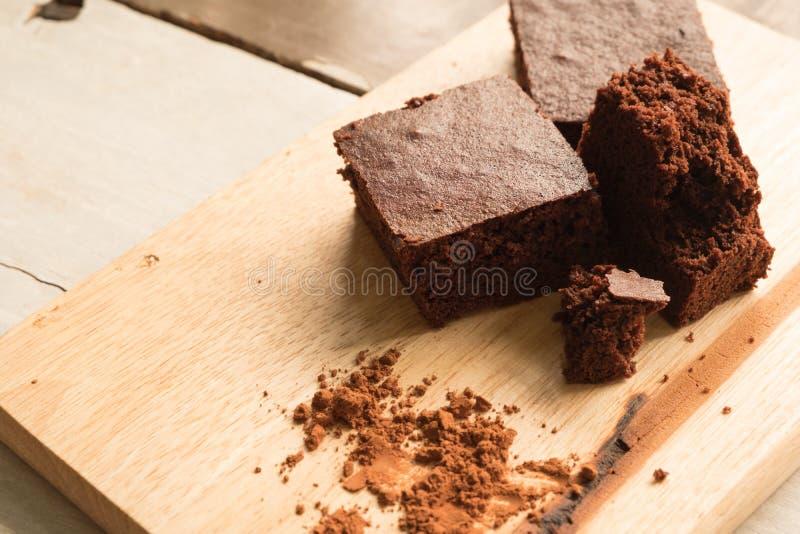 Brownie scuri sulla tavola fotografia stock libera da diritti