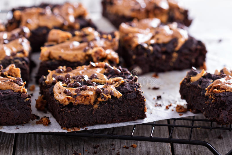 Brownies com manteiga de amendoim imagem de stock royalty free