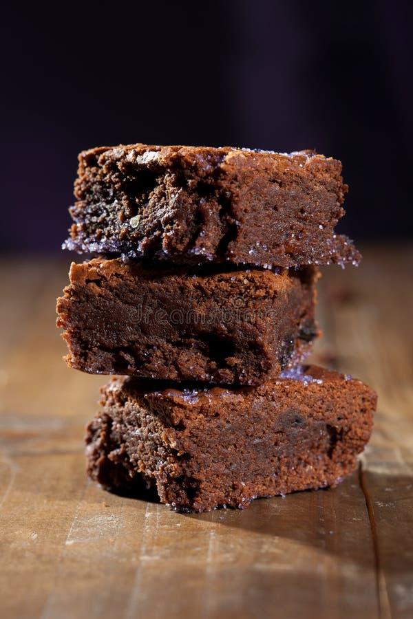 Brownies do chocolate da alfazema foto de stock