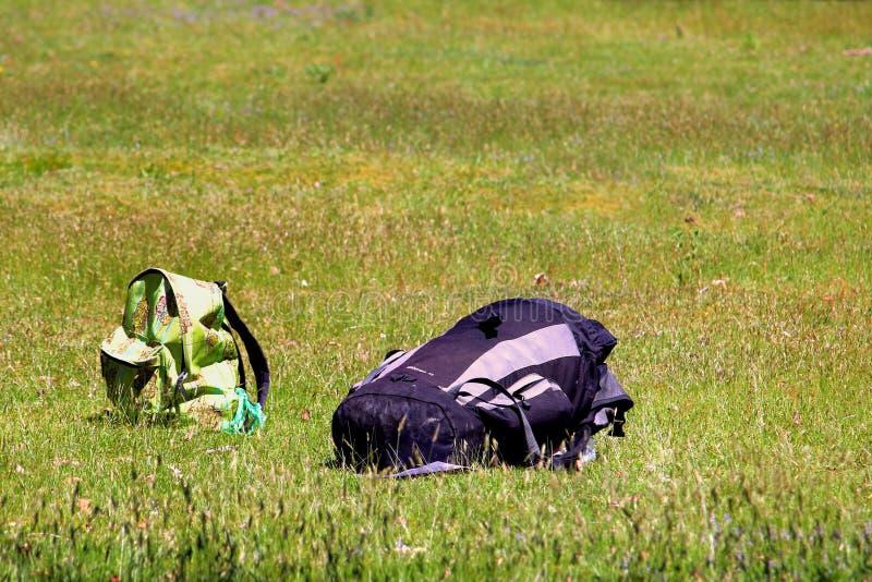Brownsea, Dorset, Inglaterra - 2 de junho de 2018: Duas mochilas, um lar fotografia de stock