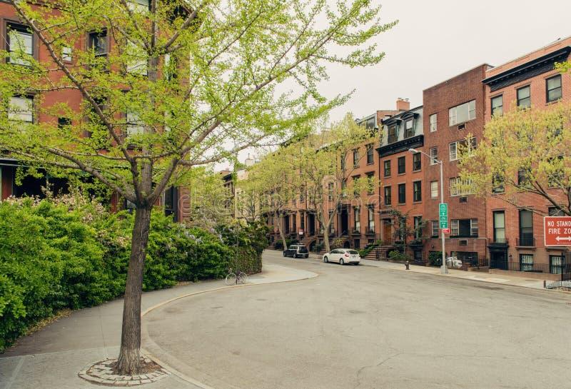 Brownstone huis in de stad woonstraat in de Hoogten van Brooklyn royalty-vrije stock afbeeldingen