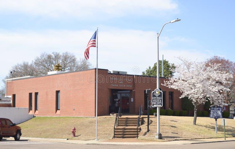 Brownsville Tennessee Courthouse och polisstation royaltyfri fotografi