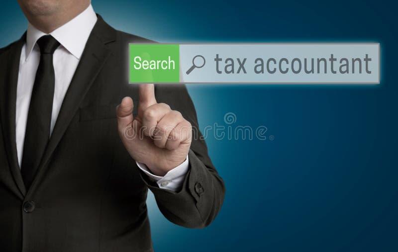 Browser van de belastingsaccountant wordt in werking gesteld door zakenmanconcept royalty-vrije stock fotografie