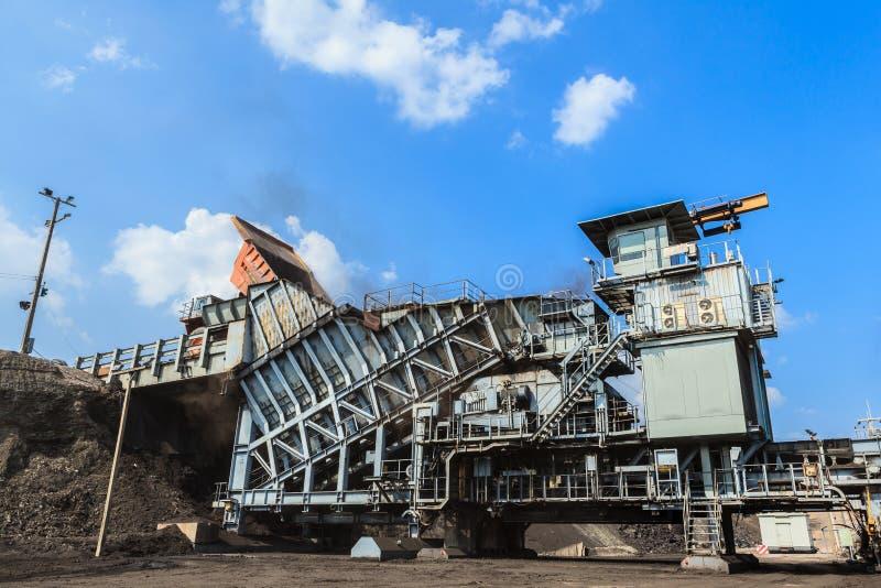 Broyeur de charbon dans l'exploitation à ciel ouvert image libre de droits