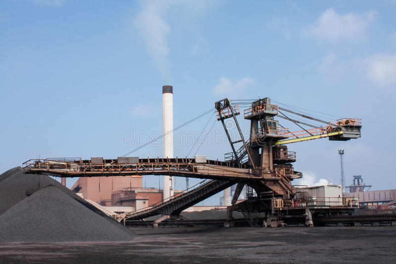Broyeur de minerai de fer images libres de droits