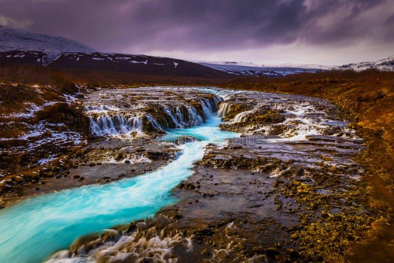 Bruarfoss - 3 de mayo de 2018: La cascada imponente de Bruarfoss, Islandia fotos de archivo