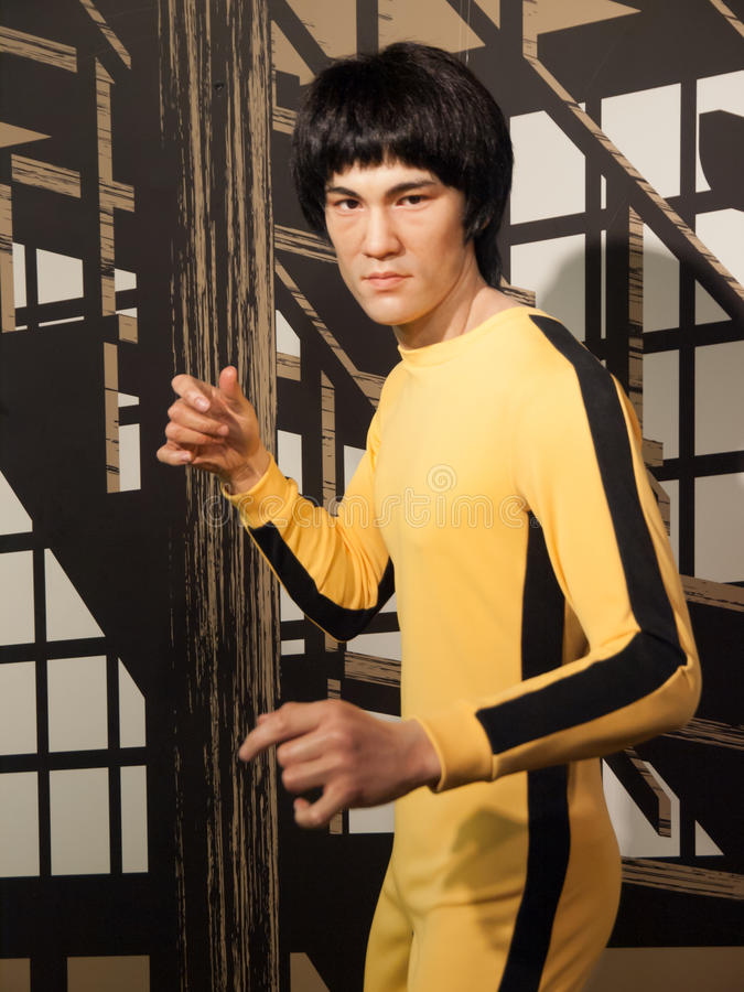 Bruce Lee vaxar statyn arkivfoton