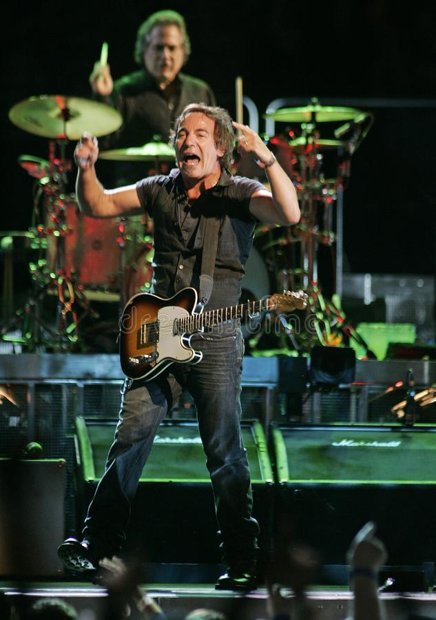 Bruce Springsteen y su E Street Band se realizan foto de archivo