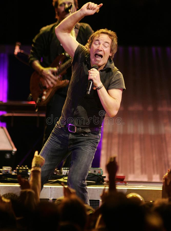 Bruce Springsteen y su E Street Band se realizan fotografía de archivo libre de regalías