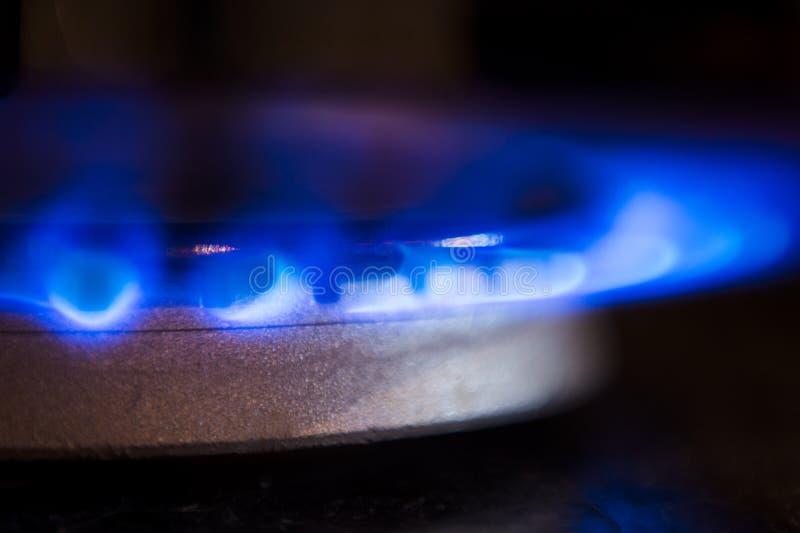 Bruciatore a gas sulla stufa fotografia stock