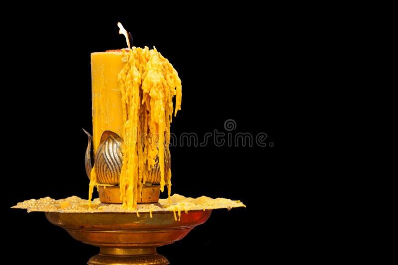 Download Bruciatura Della Candela Sul Candeliere Immagine Stock - Immagine di dorato, fiamma: 56878553