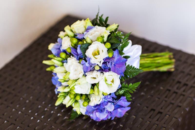 Brud- bukett av olika blommor royaltyfria foton