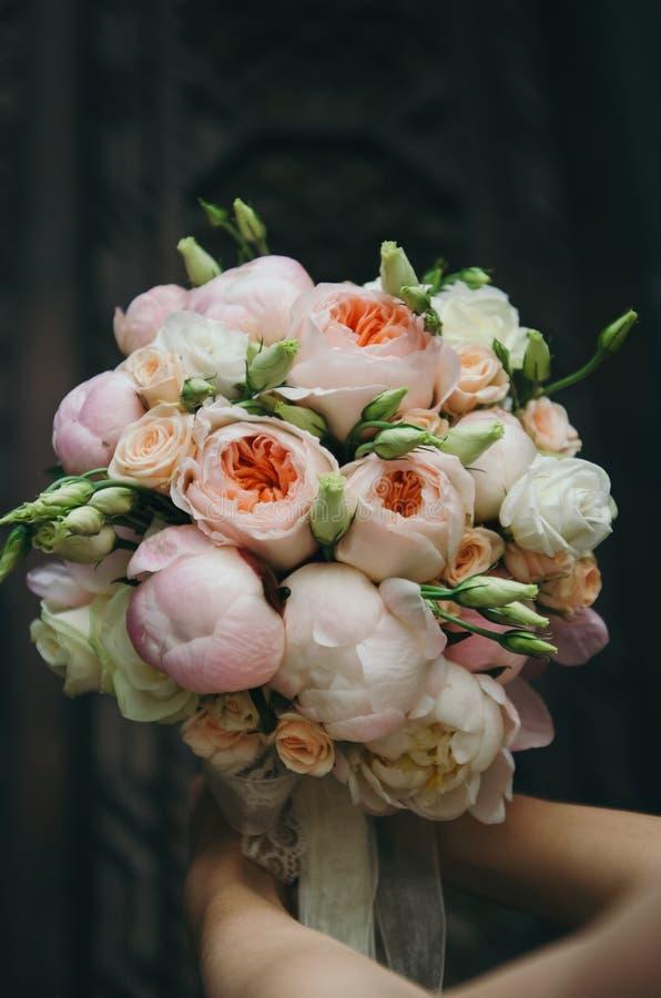 Brud- bukett på bröllop royaltyfria bilder