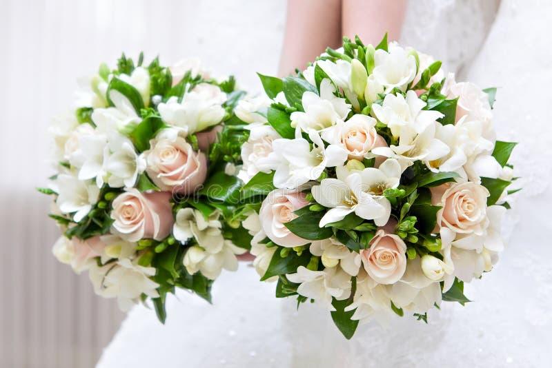 Brud- bukett på ett bröllopparti royaltyfri foto