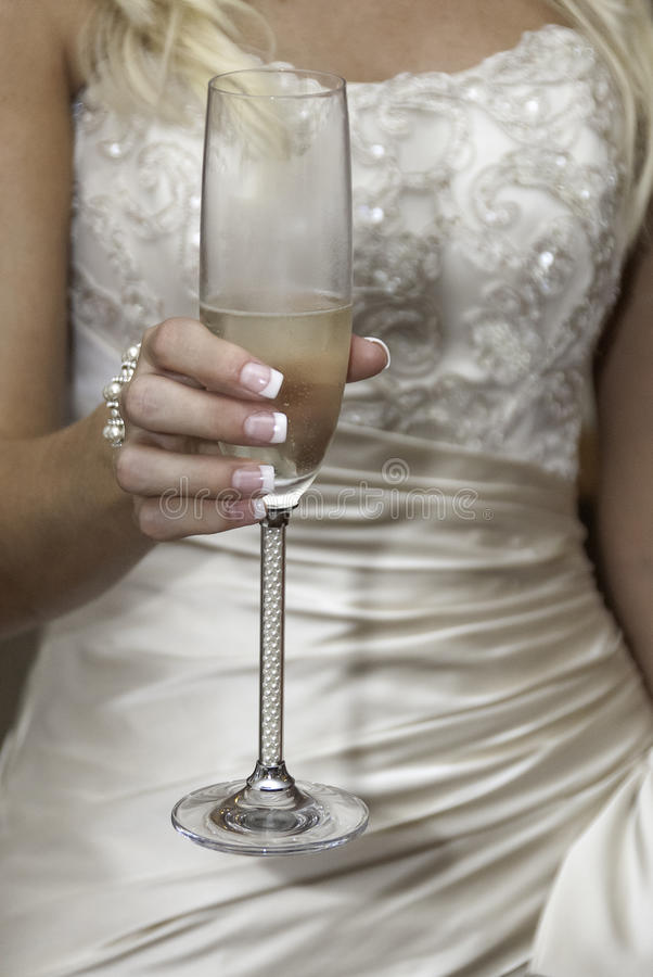 Brud- champagnerostat bröd royaltyfria bilder