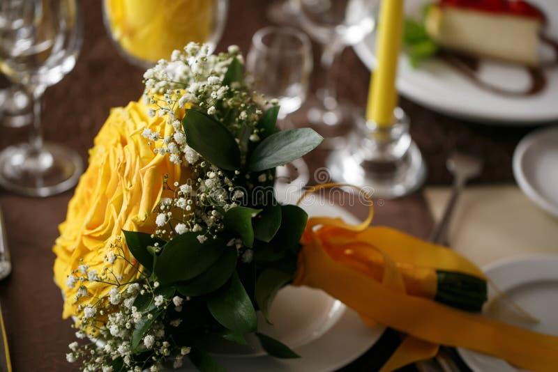 brud- färgrikt för bukett bröllopdag, brudtillbehör royaltyfri foto