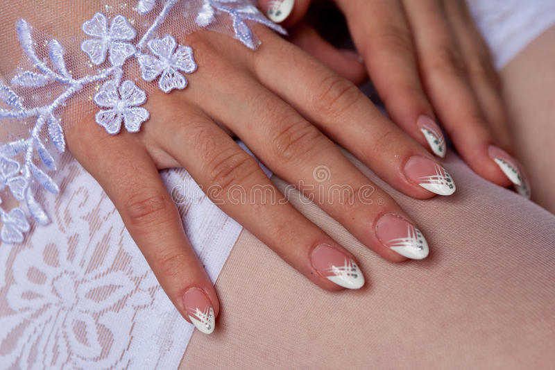 Brud manicure arkivbilder
