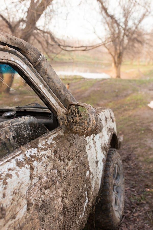 Brud na samochodach SUV obrazy stock