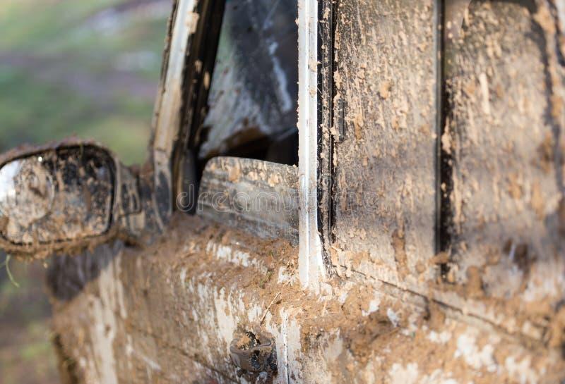 Brud na samochodach SUV zdjęcia stock