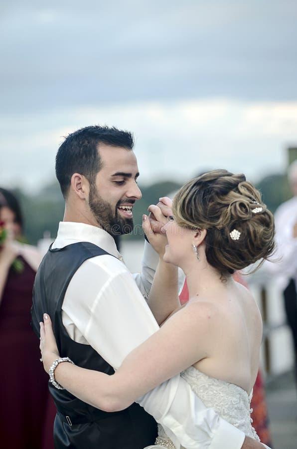 Brud och brudgumdans royaltyfri bild