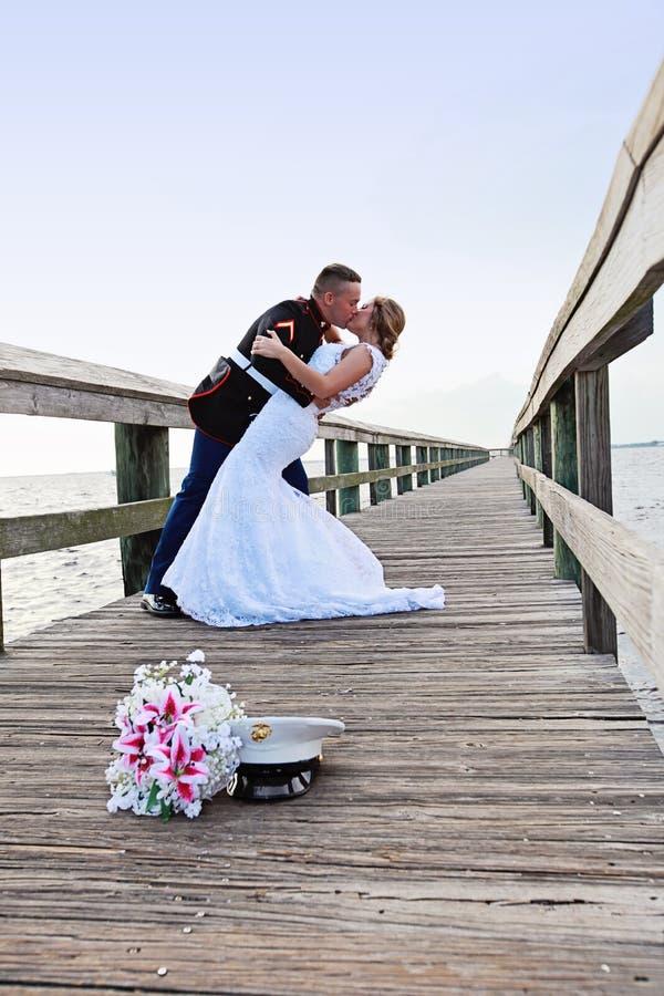 Brud- och brudgumdans arkivfoton