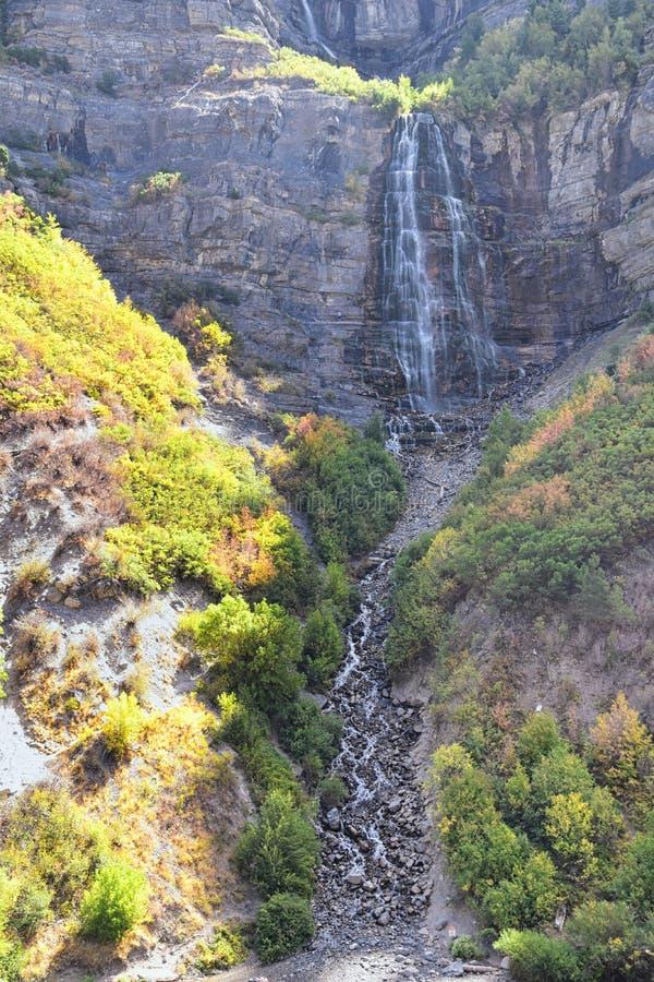 Brud- skyla nedgångar är 607 fot-högväxta 185 meter dubbel starrvattenfall i det södra slutet av den Provo kanjonen, nästan huvud arkivfoton