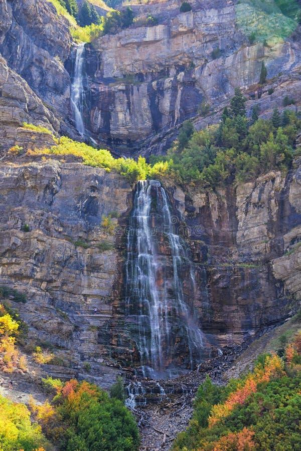 Brud- skyla nedgångar är 607 fot-högväxta 185 meter dubbel starrvattenfall i det södra slutet av den Provo kanjonen, nästan huvud royaltyfria foton