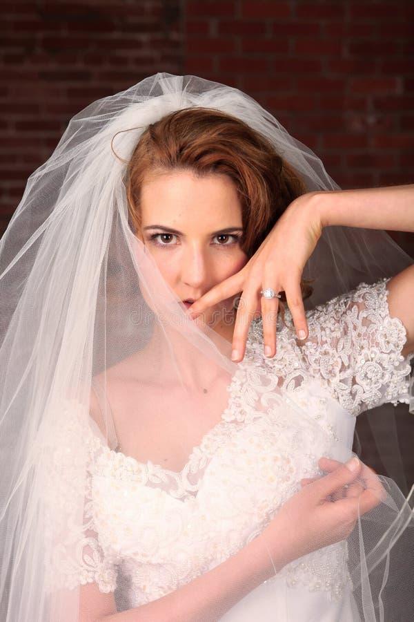 brud som får gift ståendebarn arkivfoto