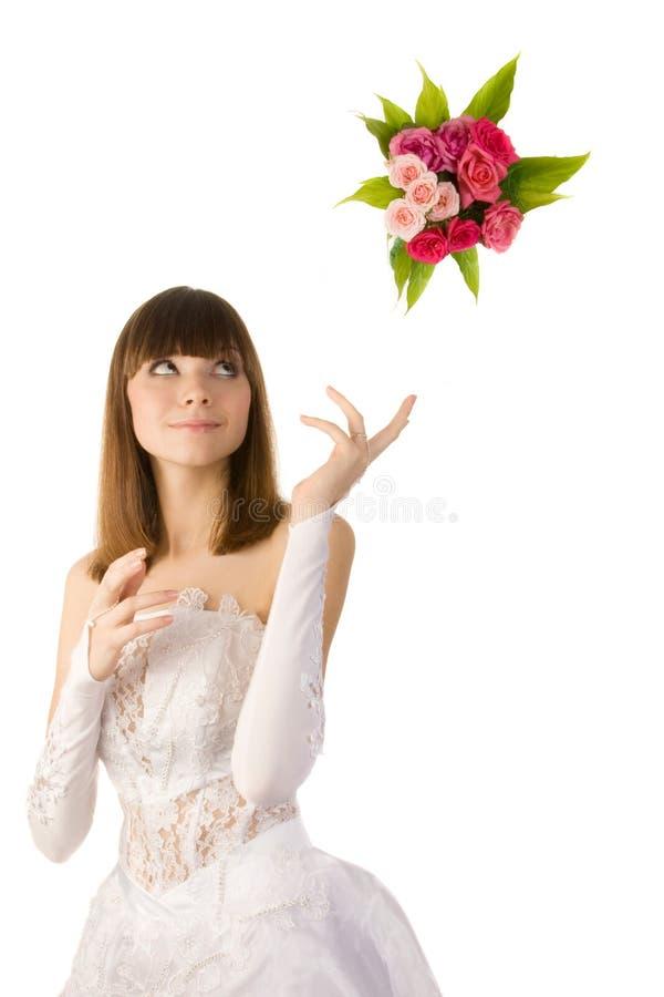 Brud som kastar en bukett. royaltyfri fotografi