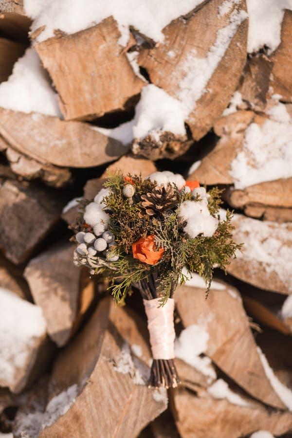 Brud- vinterbröllopbukett royaltyfria bilder