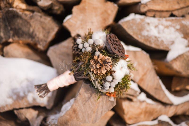 Brud- vinterbröllopbukett fotografering för bildbyråer