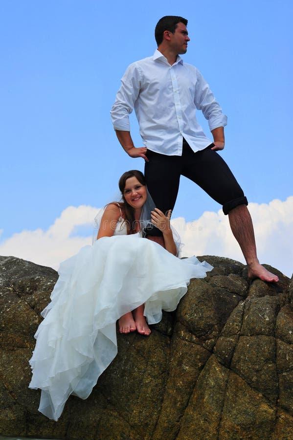 bruden ansar ner förbindelsemetaforties dig arkivfoton