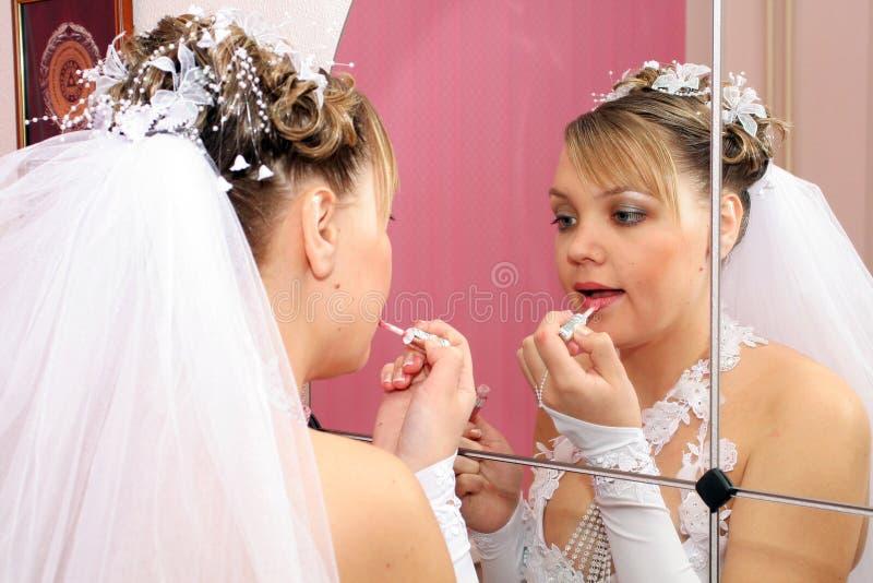 bruden gör upp s arkivfoto