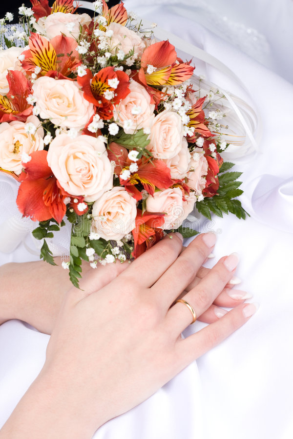bruden hands s royaltyfri bild