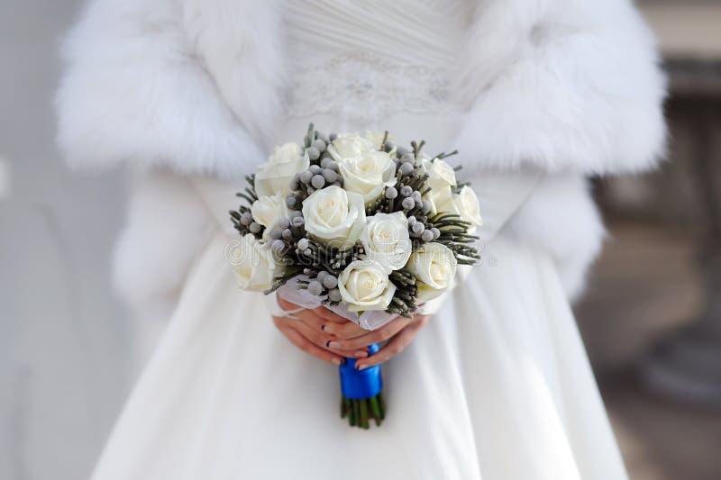 Bruden räcker fotografering för bildbyråer