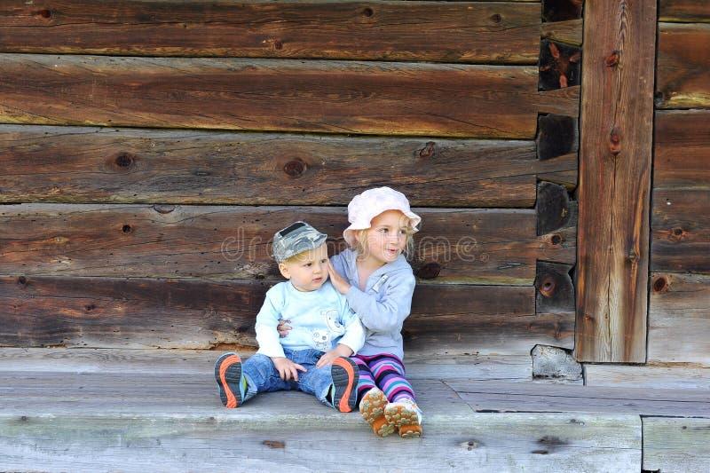 Download Bruder und Schwester stockfoto. Bild von gesicht, mädchen - 26372984
