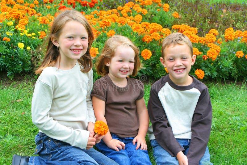 Bruder und Schwestern lizenzfreie stockfotos