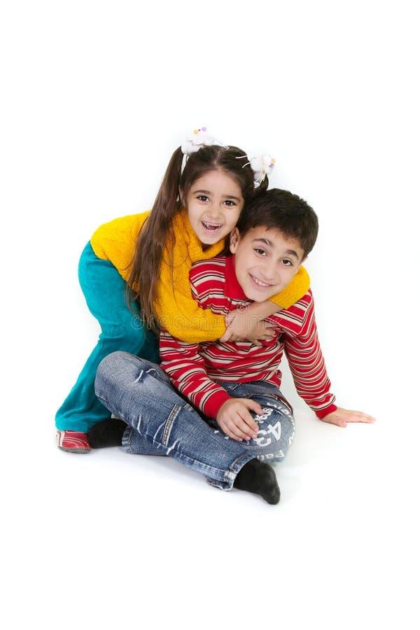Bruder- und Schwesterspielen stockfoto