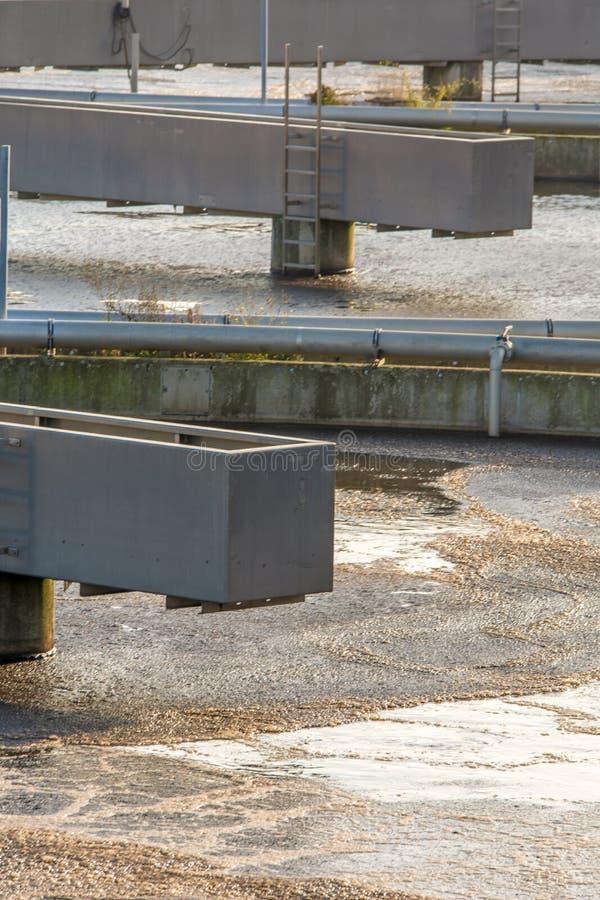 Brudna woda czyści w kanalizacyjnym zakładzie przeróbkim fotografia royalty free