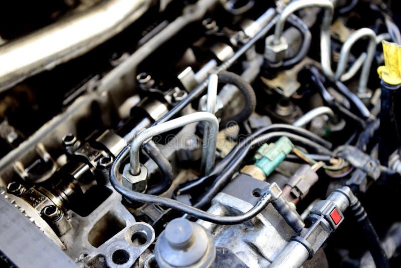 Brudny i zakurzony stary samochodowy silnik zdjęcia royalty free