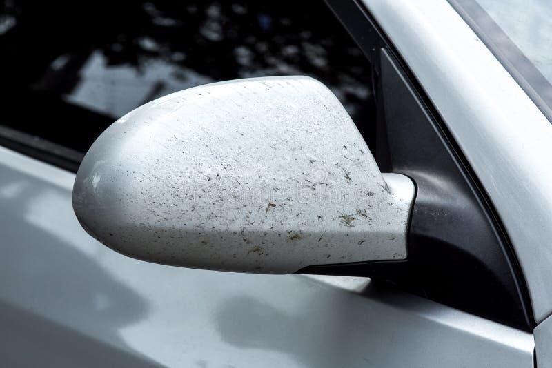 Brudny samochodowy lustro automobilowa część błocił zdjęcia royalty free
