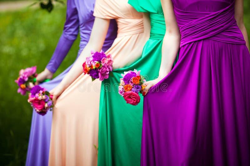 Brudtärnor på bröllop royaltyfri bild