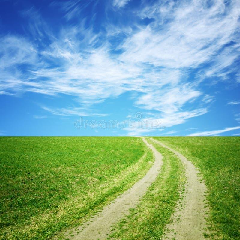 brudu niebo łąkowy drogowy zdjęcia stock
