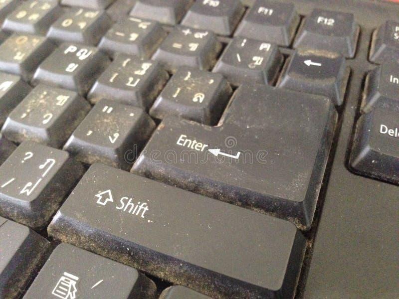 Brudzi czerń Brudny klawiatury zakończenie up strzelał na guziku wchodzić do obrazy stock