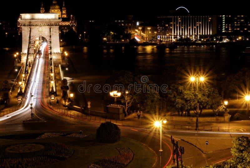 Brug bij nacht in Boedapest royalty-vrije stock afbeeldingen