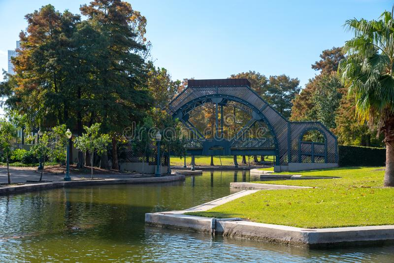 Brug en fontein bij het Armstrong-park in NOLA royalty-vrije stock afbeelding